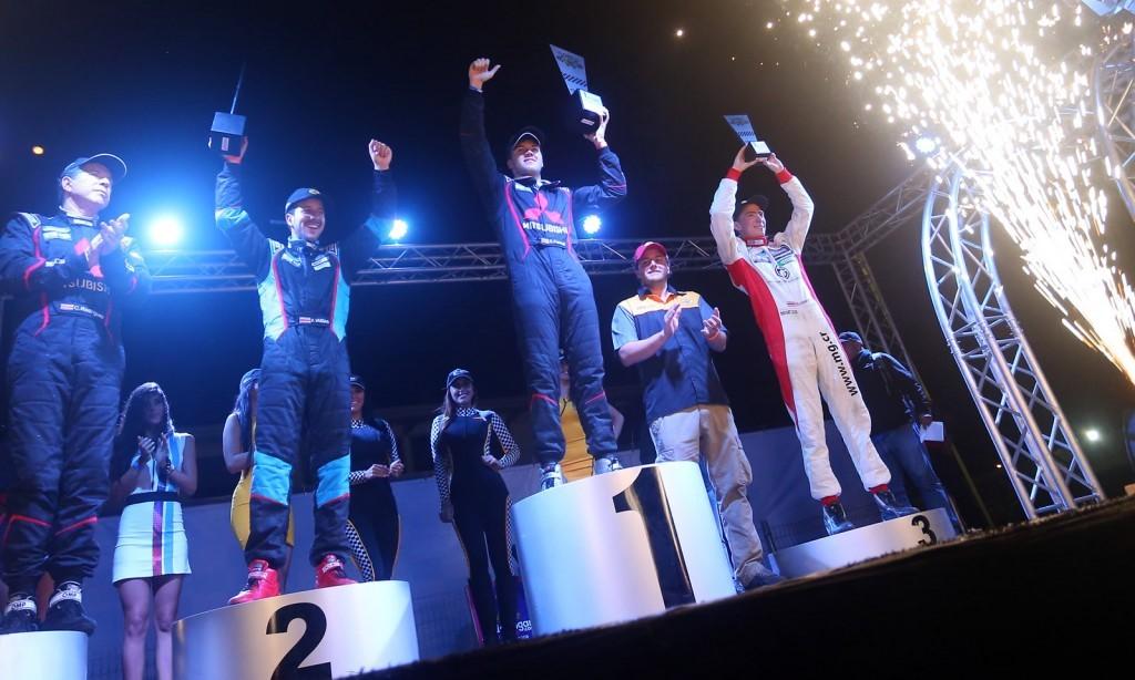 El podium de ganadores de la Copa Pennzoil